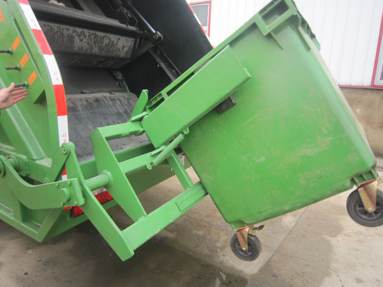 howo garbage truck loading system
