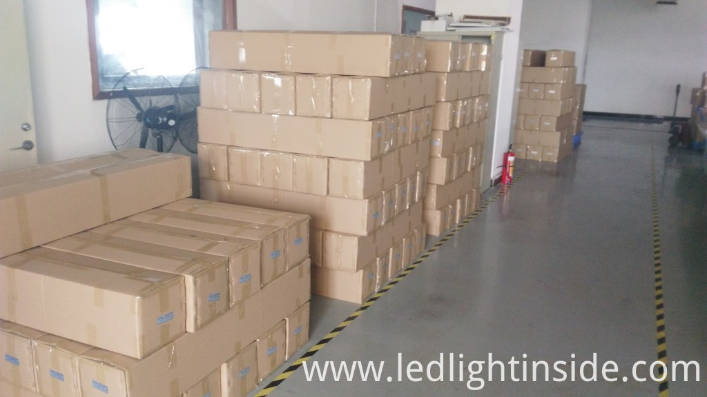 30W 50W White housing SMD led flood light in package 2