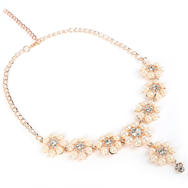 Flower Shape Graduated Pearl Necklace