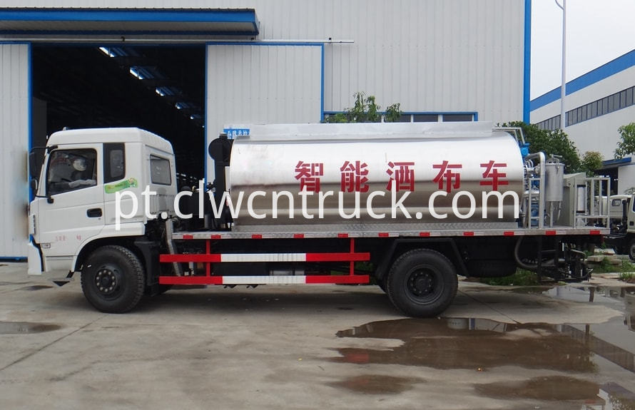Bitumen Spray Truck 1