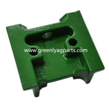 professional factory provide for John Deere cornhead and combine replacement parts H84479 John Deere cornhead lower idler cast support supply to Ukraine Manufacturers