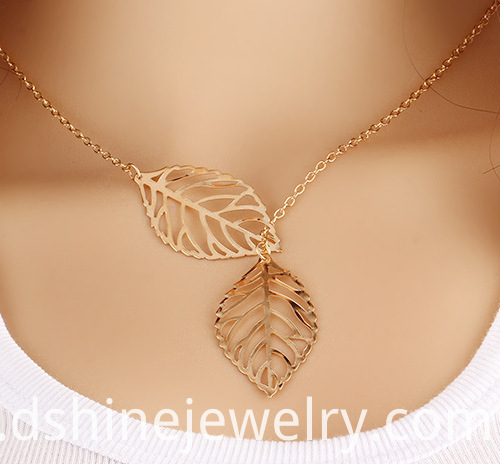 Leaf Pendant Link Chain Necklace