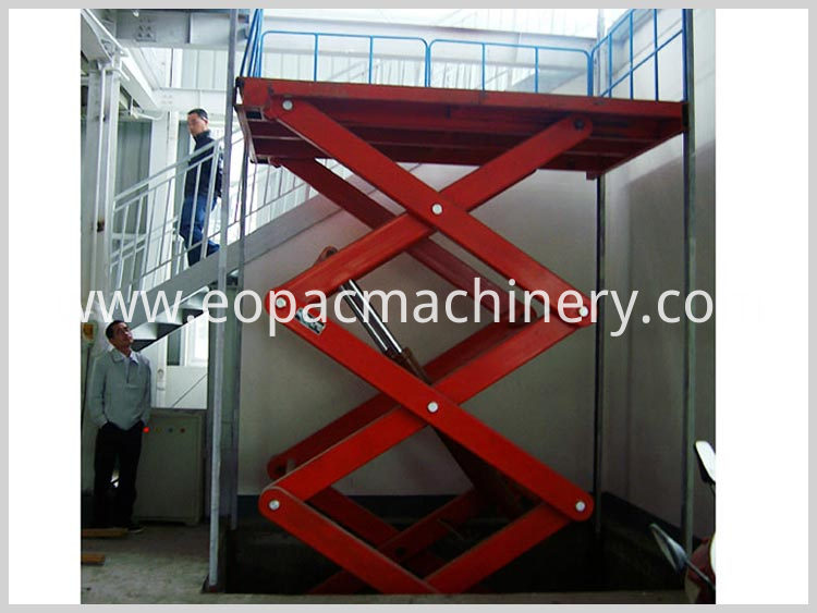 Warehouse Cargo Lift