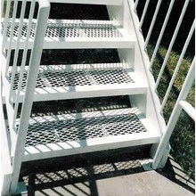 Walkway With Aluminum Expanded Metal Mesh