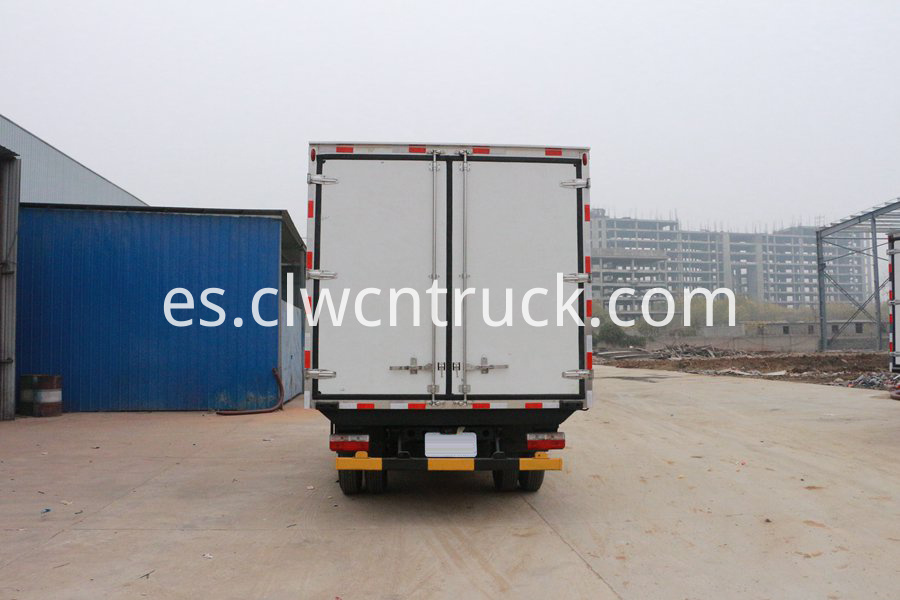 truck with refrigerator 3