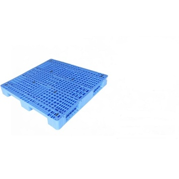 Three runners bottom support plastic pallet