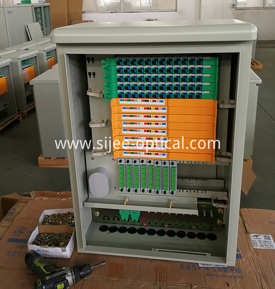 Hanging Outdoor Distribution Cabinet , 72 48 Cores IP65 Fiber Optic Cabinet