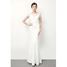 The bride toasts a self - cultivation, tail red wedding dress, dinner party, long thin elegant evening dress