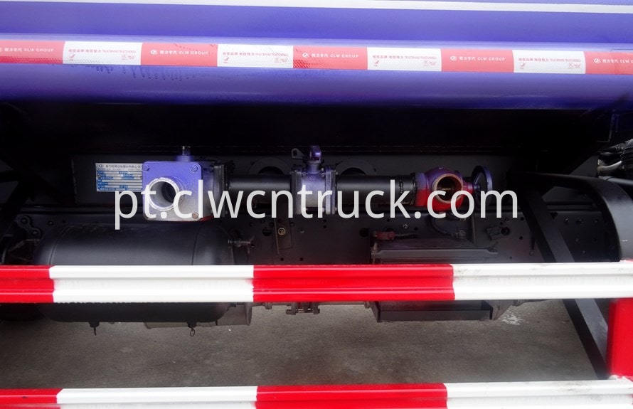 isuzu water tank truck side