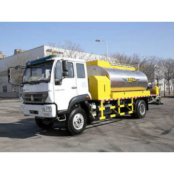 Smaller asphalt distributor truck for road