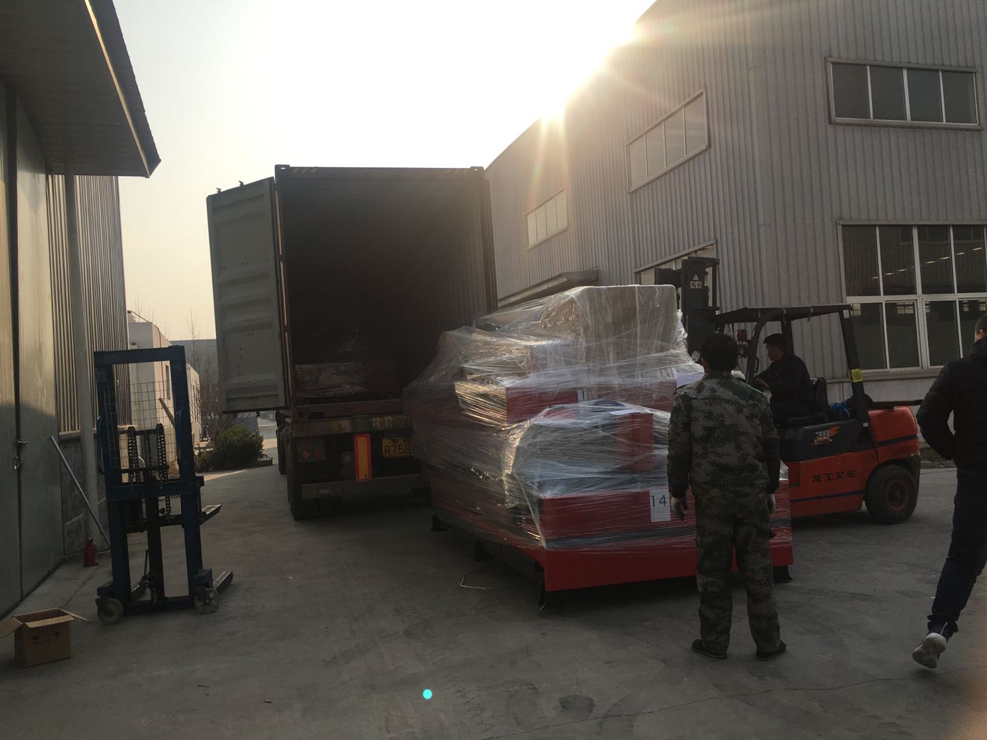 delivery for plasma cutting machine
