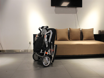 Luxury lithium - electric wheelchair (4)