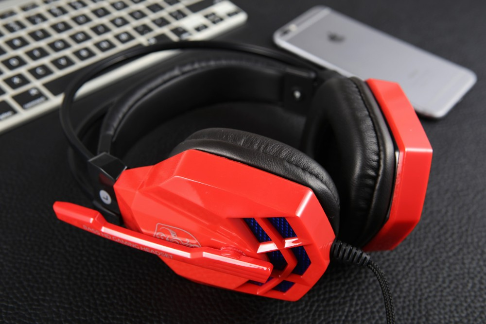 Color customized gaming headphone