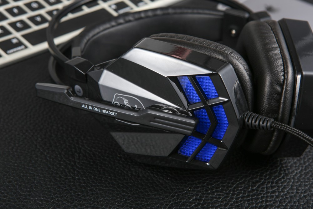 Gaming headphone with LED light